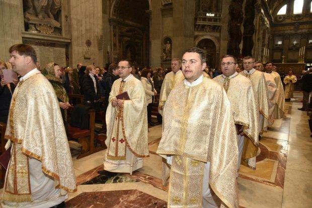 Настоящее чудо Господнее: во время богослужения в Неаполе произошло невероятное, мир затаил дыхание