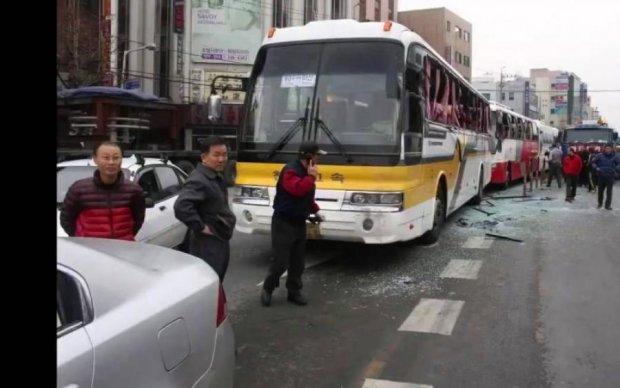 Переломы ребер и ушиб легких: огромный булыжник чуть не убил водителя автобуса
