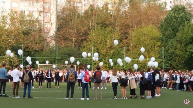 Львовских школьников пустят за парты с 1 сентября, но лишат самого главного — никакой радости, только учебники