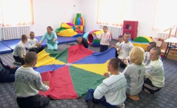 Дети с инвалидностью, кадр из видео