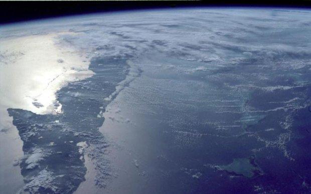 Медузы перебрались в горы: гигантский НЛО завис над Эльбрусом