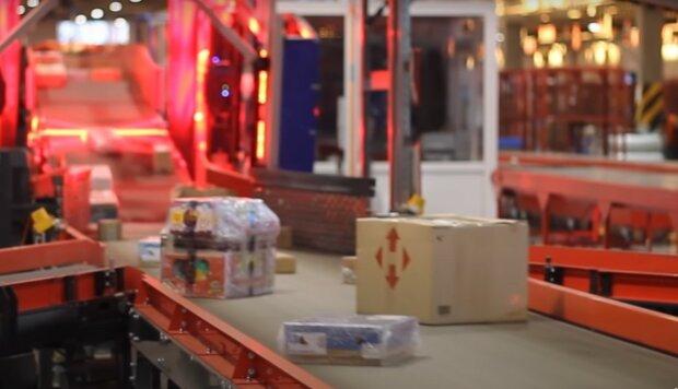 посилка Нової Пошти, скріншот з відео