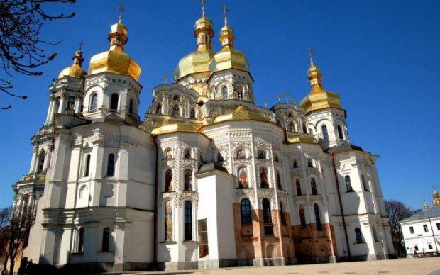 Неконтрольована Лавра: незаконні забудови нищать православну святиню