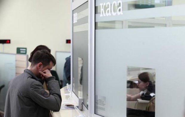 """Снимайте деньги сейчас: банки подготовили украинцам неприятный новогдний """"сюрприз"""""""