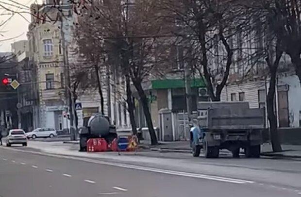 Прорыв трубы в центре Житомира, скриншот видео