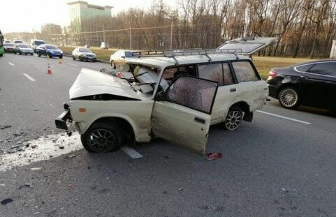 У Харкові ВАЗ, фура і Opel не поділили дорогу - п'ятеро покалічених людей відкачують в реанімації
