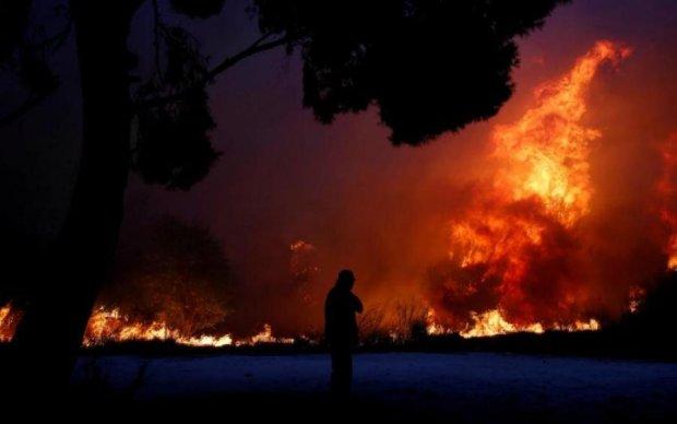 В России экологическая катастрофа: огромный нефтезавод поглотило пламя