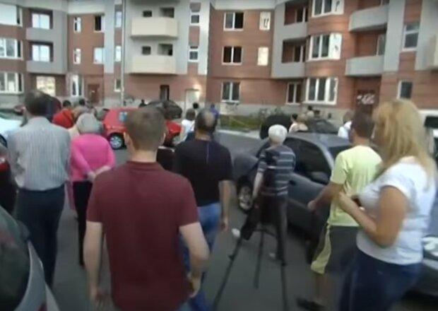 жители, скриншот из видео