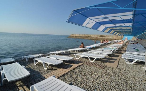 Путин, введи туристов: пустые крымские пляжи показали с высоты птичьего полета