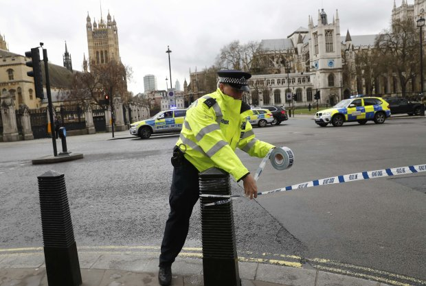 Нападение на украинского посла в Лондоне: полиция открыла огонь