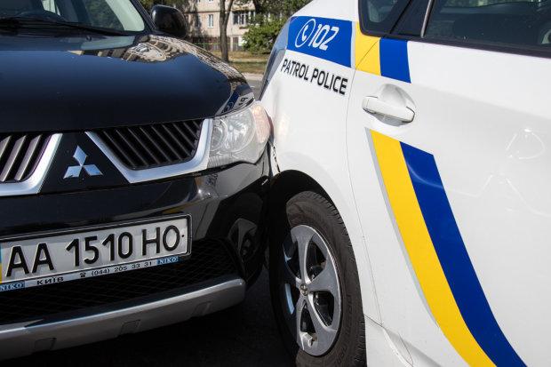 Водитель-сорвиголова чуть не убил жену с ребенком, убегая от копов: видео