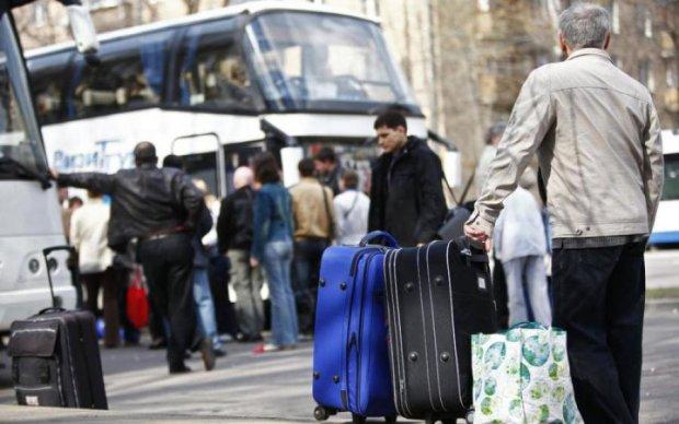 Заробітчани можуть залишитися без українських пенсій: що варто знати