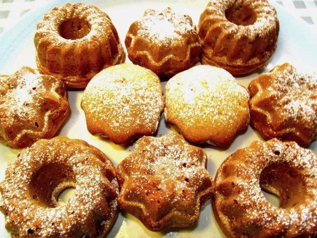 Швидко і смачно: рецепт сметанного кексу з родзинками