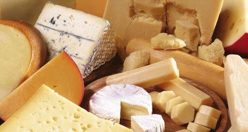 Російський сир масово відправляє українців на лікарняні ліжка: знайшли небезпечні бактерії