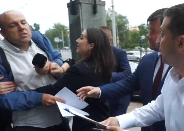 """""""Побила журналіста, вдвічі більше за себе"""": прес-секретар Зеленського Мендель жорстко осадила ЗМІ"""