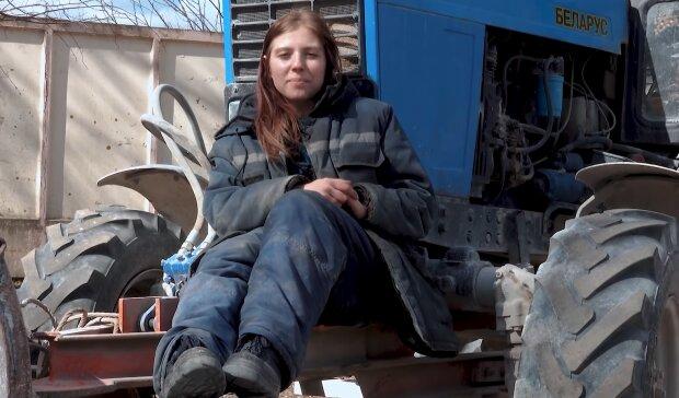 Трактористка Наташа, скріншот з відео