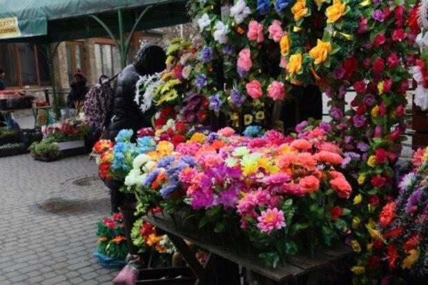 Поминальные дни в Украине: чем заменить искусственные цветы и помочь окружающей среде