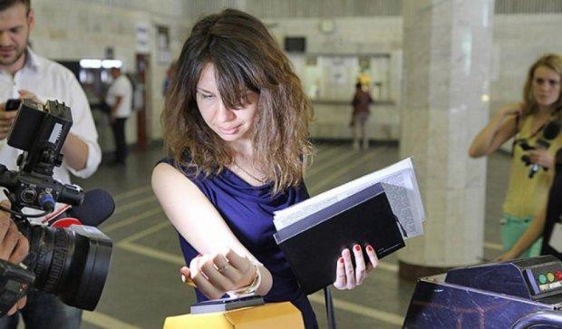 В Киевском метро запускают систему оплаты кредиткой