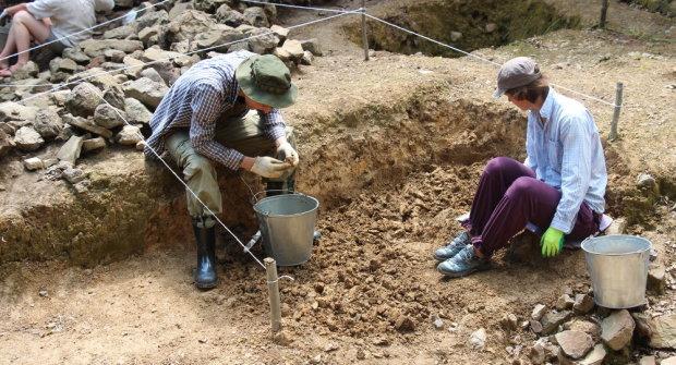 Похоронні комплекси, завалені зброєю: вчені розкрили страшну таємницю найдавнішої культури