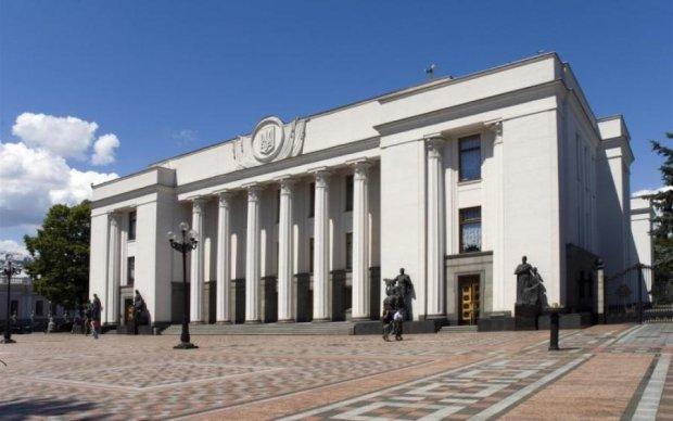 Осенью украинцев ожидает перезагрузка правительства и вероятный развал коалиции, - политолог