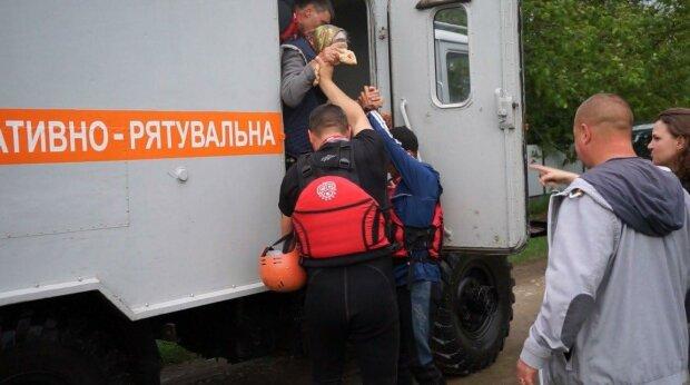 Евакуація, фото МВС