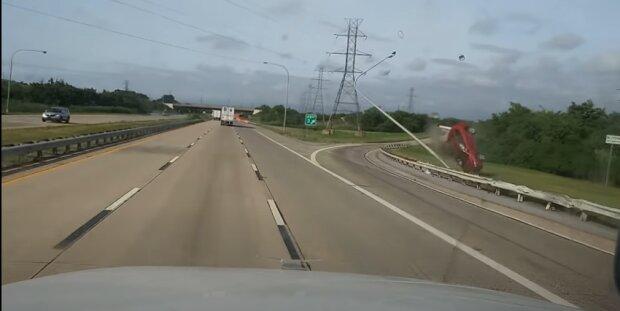Момент ДТП с RAV4, скриншот видео