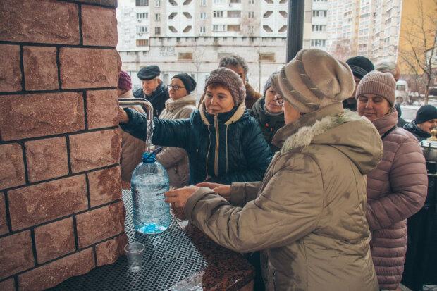 В Киеве резко отключили воду: в чем причина и сколько придется страдать