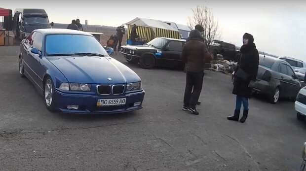 """На Тернопольщине мотоцикл и BMW устроили опасный """"Форсаж"""" — дети оказались на волоске от гибели"""