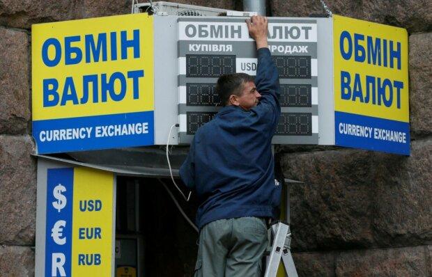 Курс валют, фото Уніан