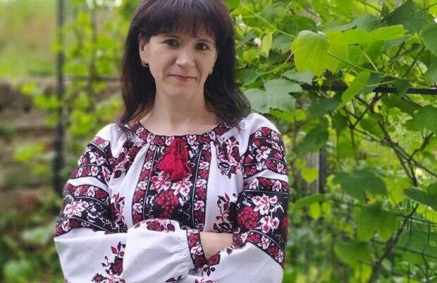 """Мастерица с Тернопольщины похвасталась вышитыми шедеврами – """"Люди одевают мои вышиванки"""""""