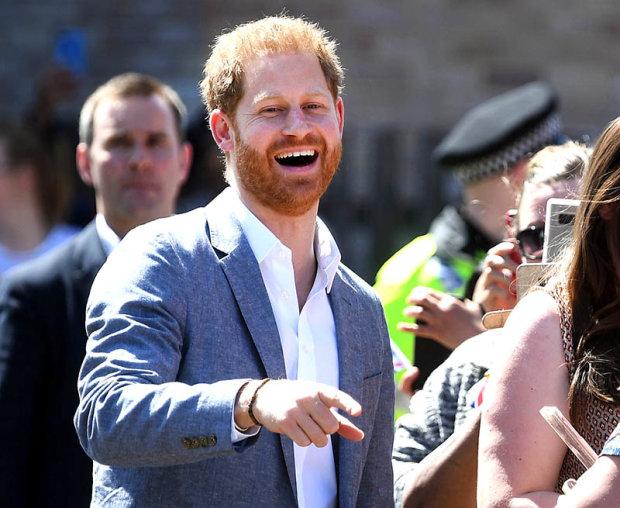 """Королівський трон почекає: Принц Гаррі розбурхав мережу кумедним танецем """"шимпанзе"""""""