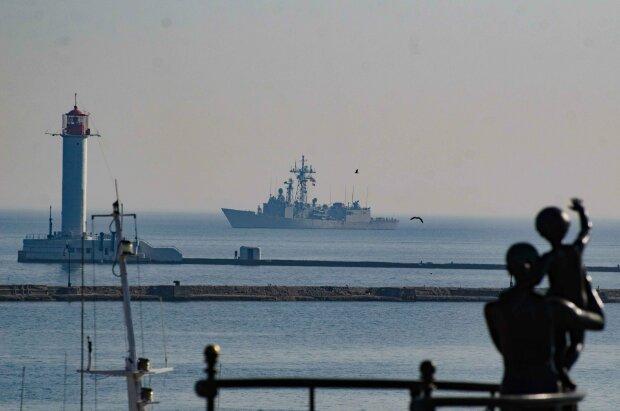 Подарок Трампа: в Одессе бросили якорь катера Island, мощные кадры