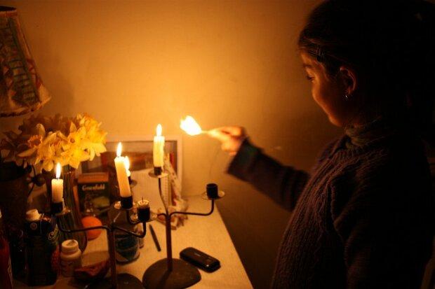 Бегите за свечками: в Днепре пять районов оставят без света, - кому не повезло