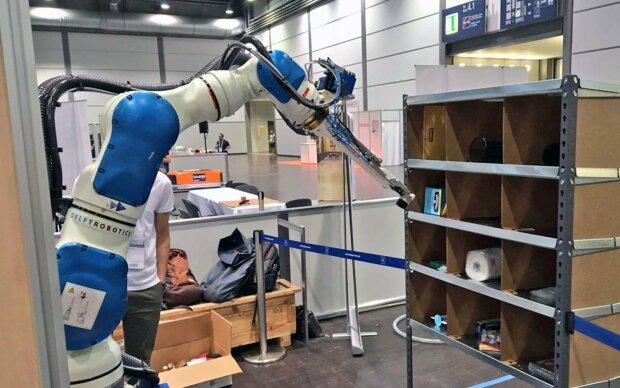 Восстание машин началось: робот отправил в больницу более 20 человек