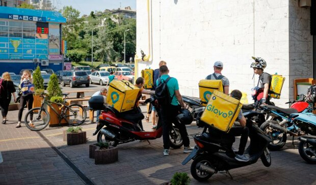 Кур'єри Glovo, фото Retailers.ua