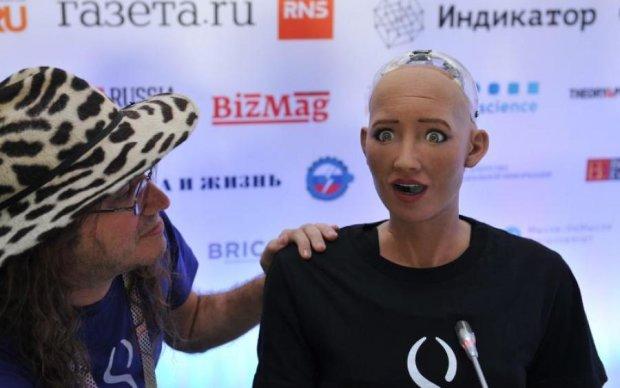 """Робот София """"умерла"""" от вопроса об Украине"""