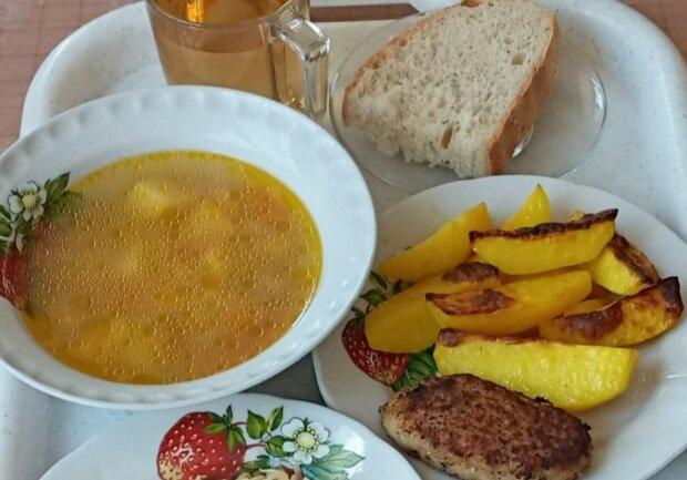 Шкільне меню в Україні стало більше та різноманітніше: рибка, йогурт і банан