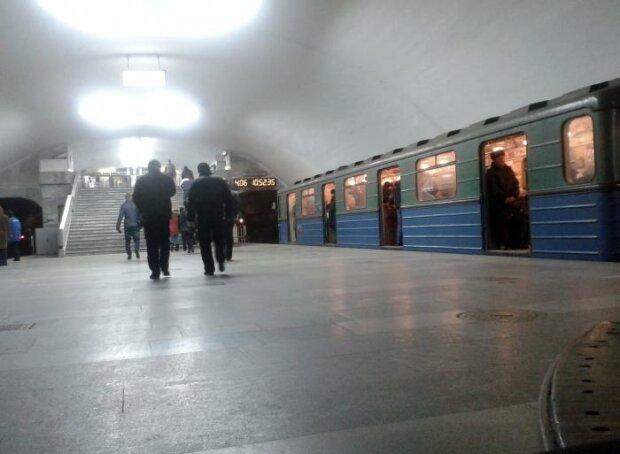 """У харківському метро француза застукали за дивним заняттям: """"Робив це заради відео"""""""