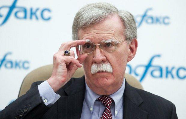 Болтон розповів, чому Росії краще залишити Україну в спокої