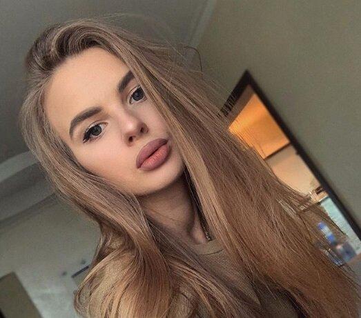 Дівчина футболіста Ледньова роздяглася перед камерою, щоб надихнути коханого: дуже гаряче відео
