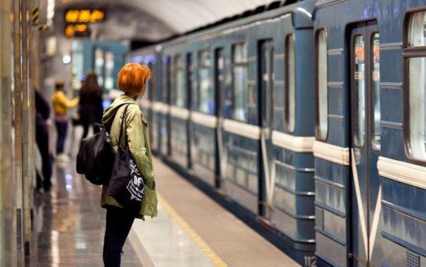 Бог и технологии поспорили в киевском метро о жизни священника: видео
