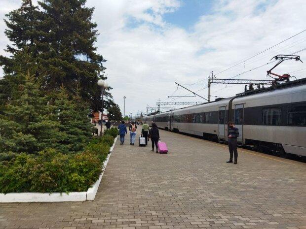 Укрзалізниця, поїзд - фото Знай.ua