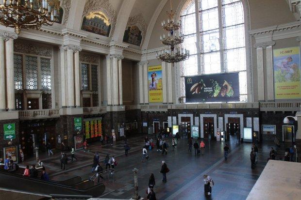 На київському вокзалі орудує банда злодійок, залишать вас голими і босими: бережіть гаманці