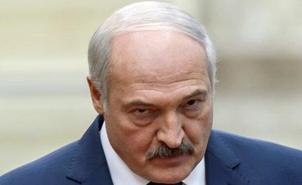 Лукашенко перекидає війська на кордон з РФ і готується відкласти вибори, - ЗМІ