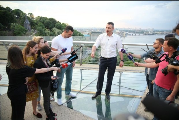 Игорь Лесев показал всю абсурдность моста Кличко: ничего по-людски сделать не могут