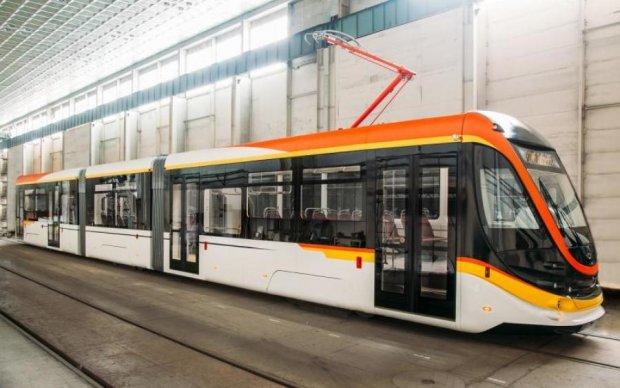 Одесситы похвастались новейшим украинским трамваем