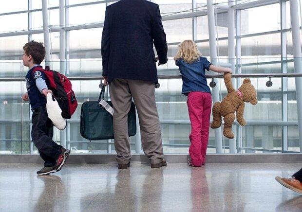 """""""Згадали"""" про дітей: горе-батьки з Франківська заплатили аліменти перед поїздкою за кордон"""