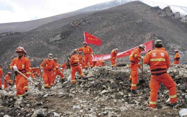 Жуткий оползень накрыл более сотни китайцев