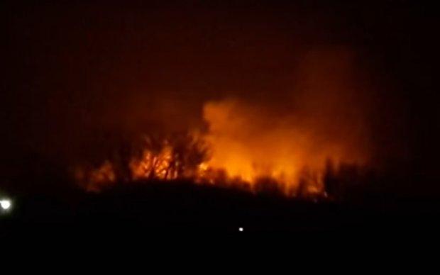 Пожар на Осокорках распространился на тысячи метров