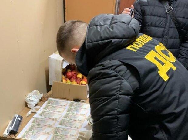 На Тернопольщине чиновник попался на крупной взятке и заплатил смешной штраф